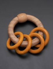 Ariro Circular rattle with coloured rings - Orange